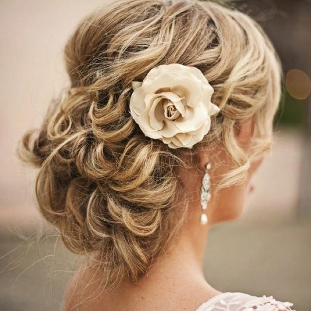 красивые прически на свадьбу на средние волосы фото